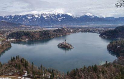 [新聞] 美得無法呼吸!冬日童話般的湖景