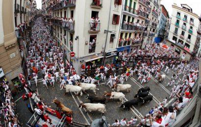 [新聞] 與牛狂奔!西班牙奔牛節「開跑」首日5人受傷